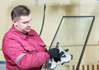 Notverglasung von Automatiktüren und Schaufenstern